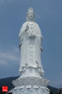 乃木坂46MVにちょこっと映り込んでいるリンウン寺の観音菩薩像